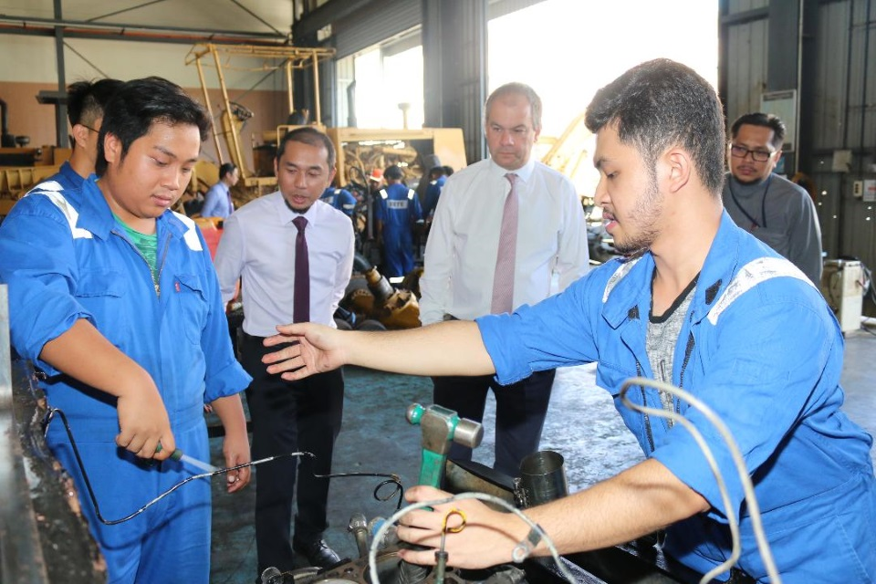Mr Paul Scully MP meets students at IBTE