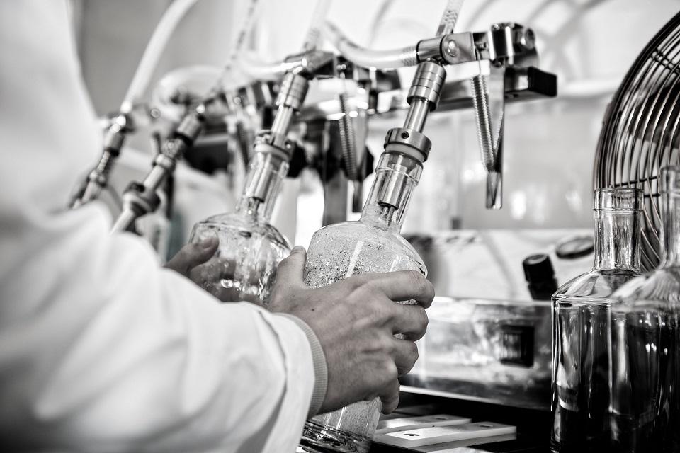 Batch Brew gin being distilled into bottles. (C) Batch Brew