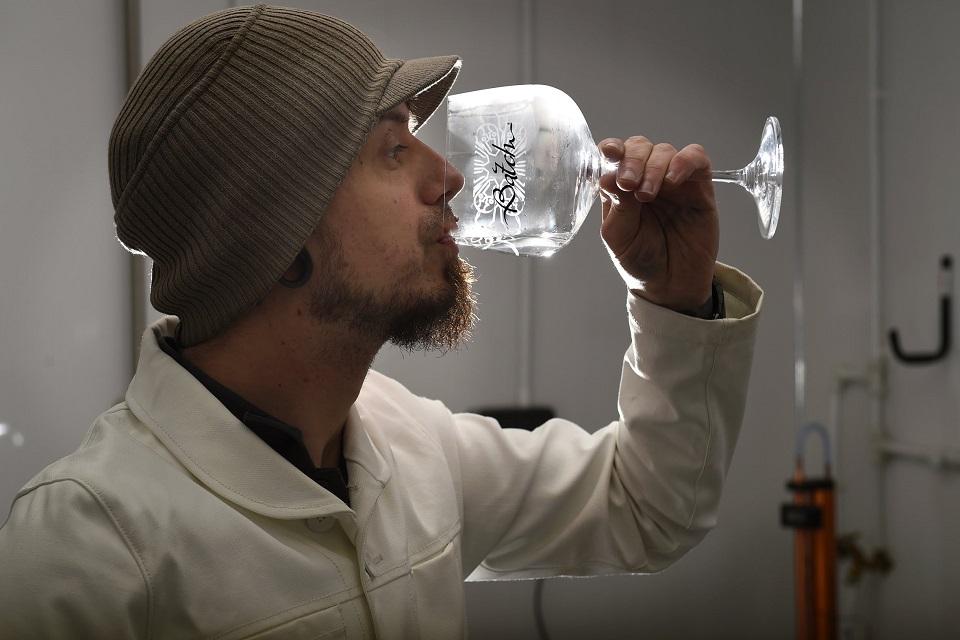 A man drinking a glass of Batch Brew gin. (C) Batch Brew.