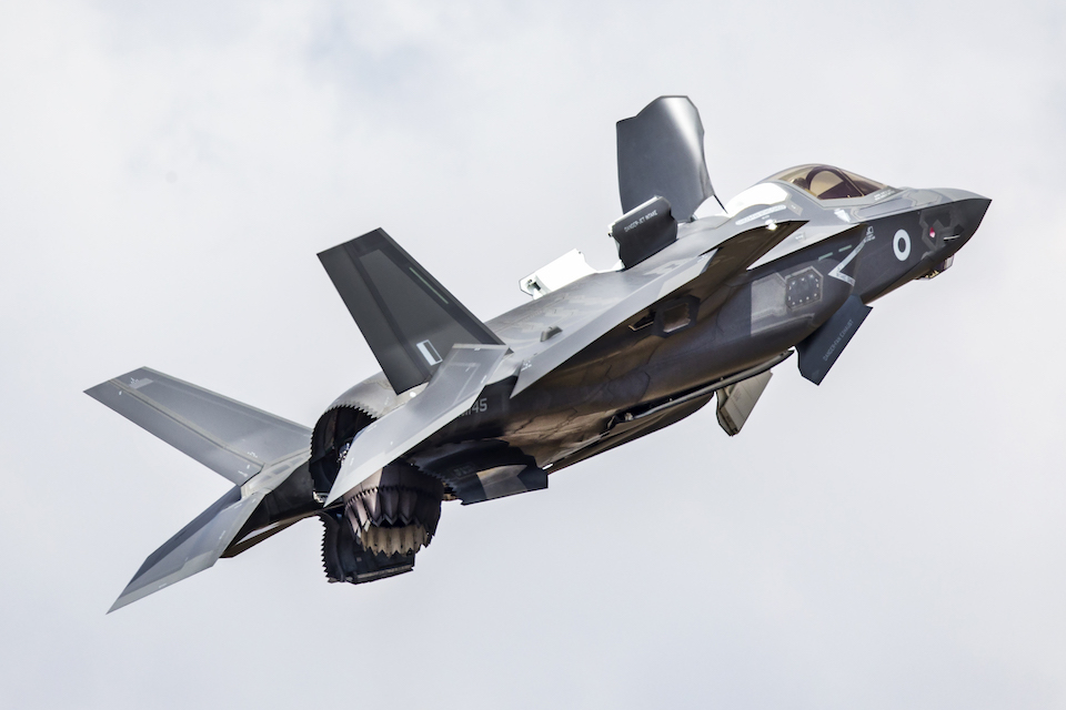 An F-35B Lightning performing a hover manoeuvre.