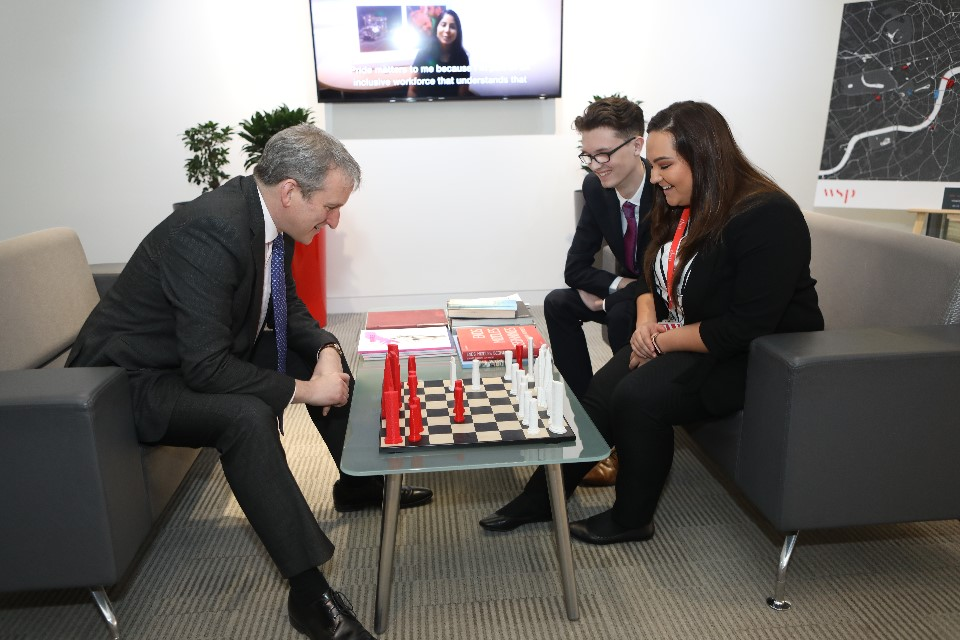 Image showing Damian Hinds on a visit to WSP Head Office.