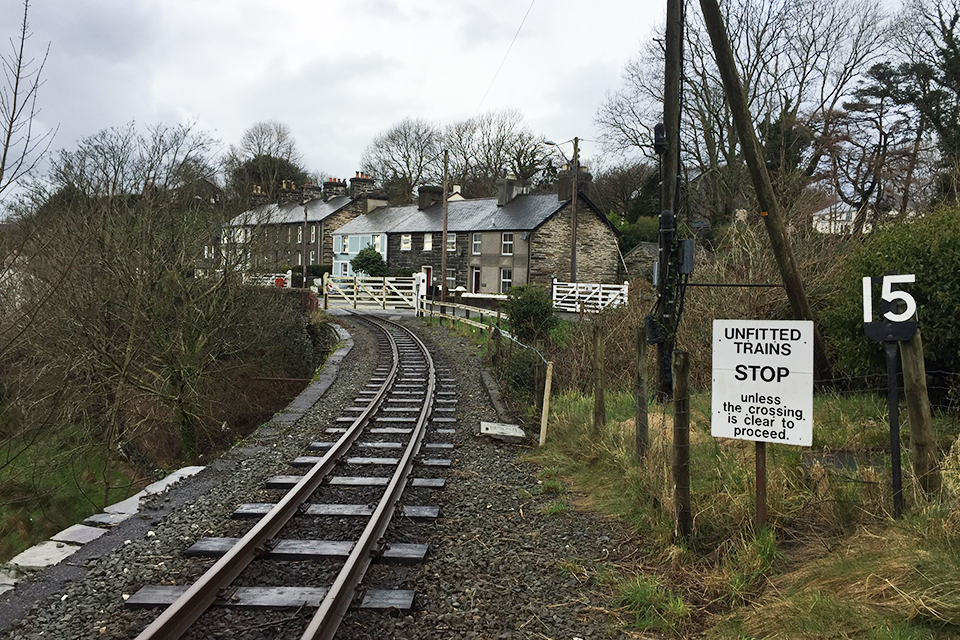 Figure 1: the approach to Penrhyn Level Crossing and the second stop board