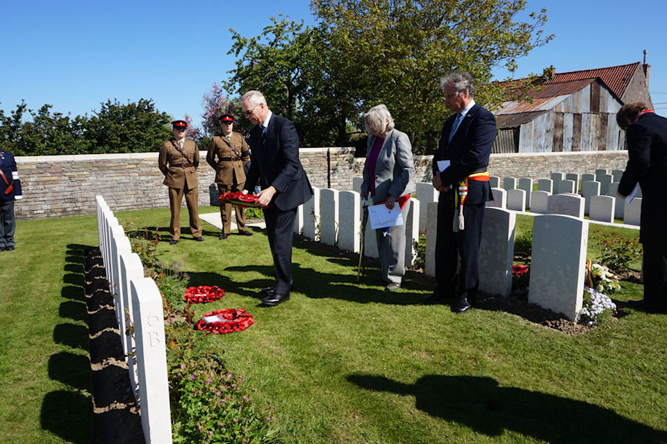 Geoffrey Tuff lays a wreath at the graveside of his great uncle Capt Tuff at Oosttaverne Wood Cemetery, Crown Copyright