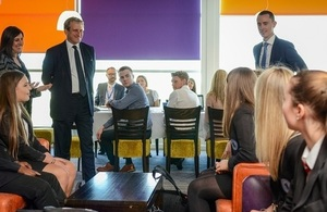 Damian Hinds meets pupils benefiting from a Careers Hub in Leicestershire