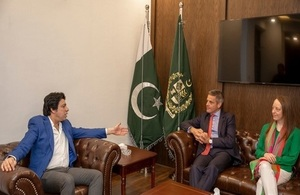 Her Majesty's Trade Commissioner Simon Penney and Deputy High Commissioner in Karachi and Director of Trade for Pakistan, Elin Burns meeting Minister for Water Resources Muhammad Faisal Vawda