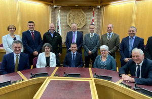 Welsh Secretary Alun Cairns with the Growing Mid Wales Partnership