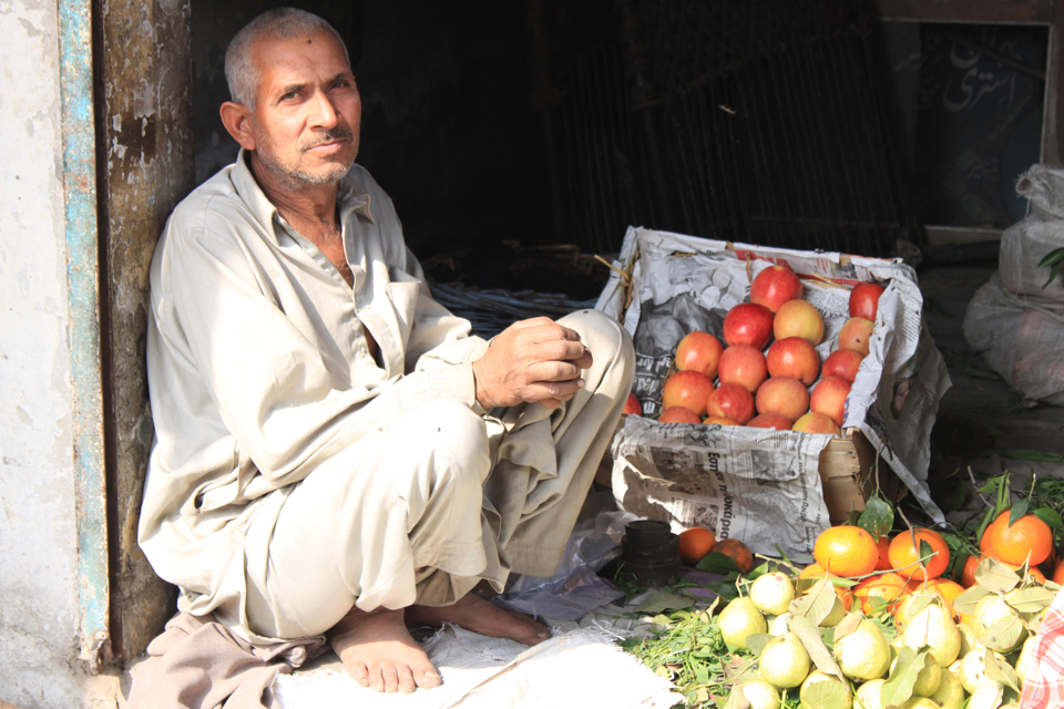 Humza's father selling fruits. Picture: Victoria Francis/ DFID