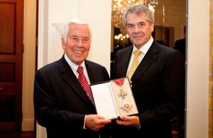 Ambassador Peter Westmacott presents former US Senator Richard Lugar with the insignia of the Knight Commander of the Most Excellent Order of the British Empire (KBE) at the British Embassy in Washington.