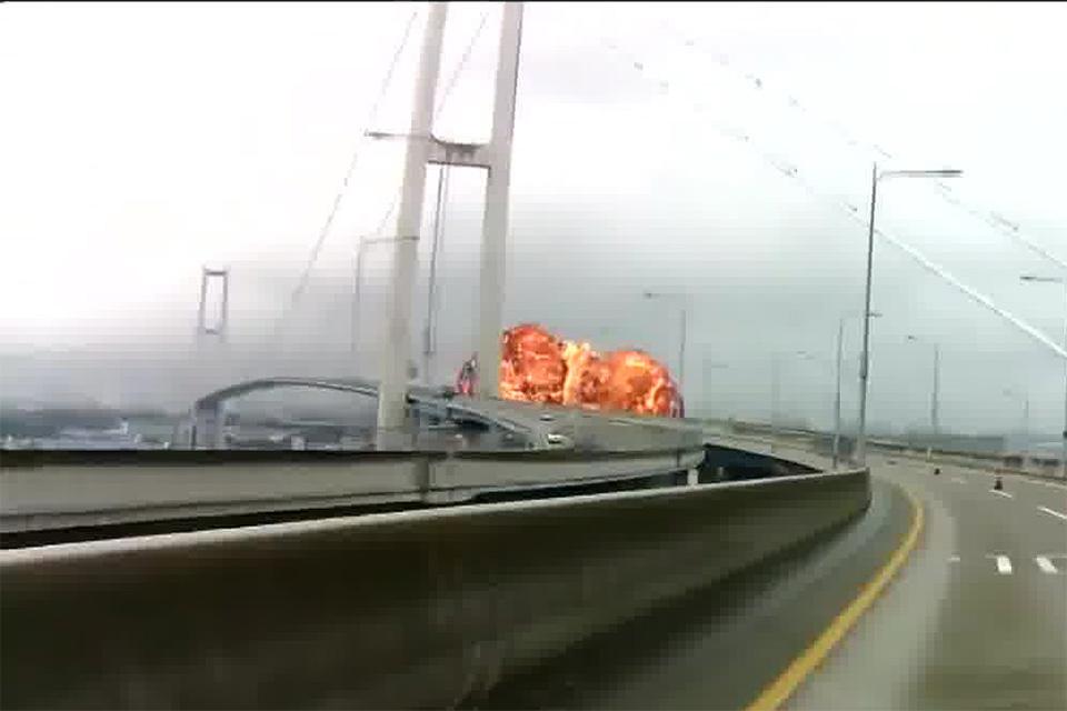 Fireball viewed from the Ulsan bridge