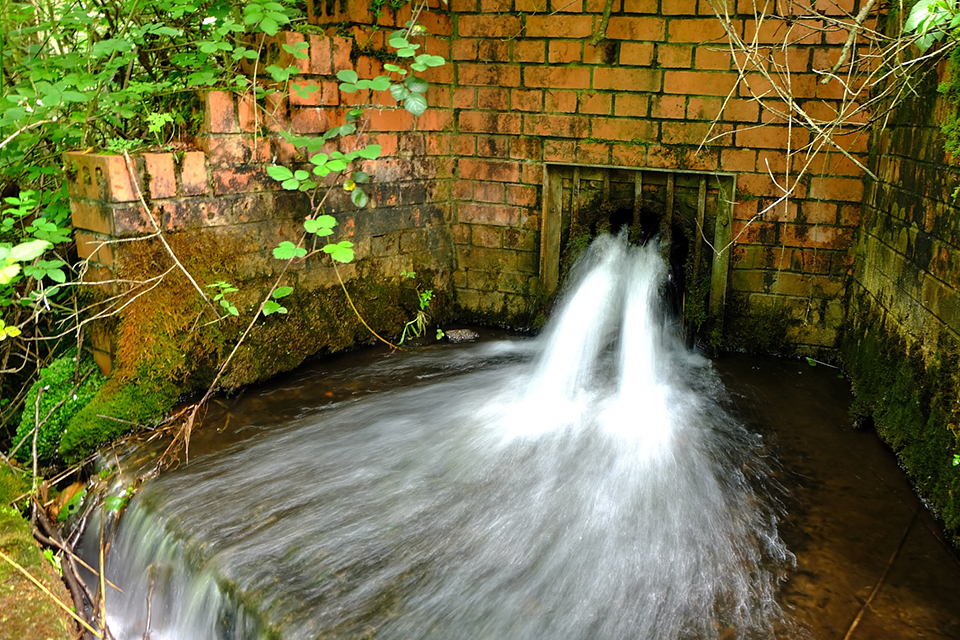 The treated water being returned to Taff Bargoed.