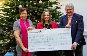 Julie Lennard presenting the cheque to representatives from Tŷ Olwen