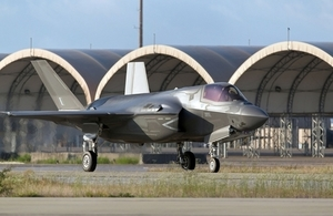 A United Kingdom F-35B Lightning II taxiing at Eglin Air Force Base, Florida, USA. MOD Crown Copyright.