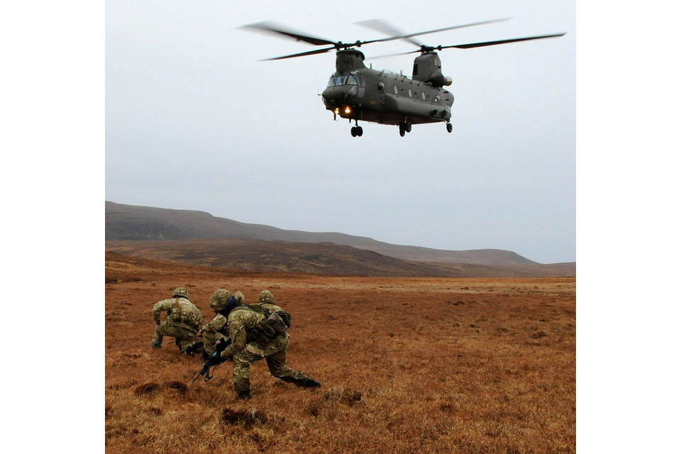 Royal Marines being inserted into the field by an RAF Chinook