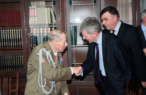 Don Foster meets General Janusz Brochwicz-Lewiński at the Warsaw Uprising Museum