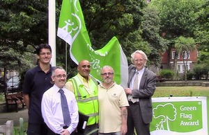 Andrew Stunell with the Millbank Gardens team