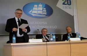 Ambassador Robin Barnett speaks at Leon Koźmiński Academy