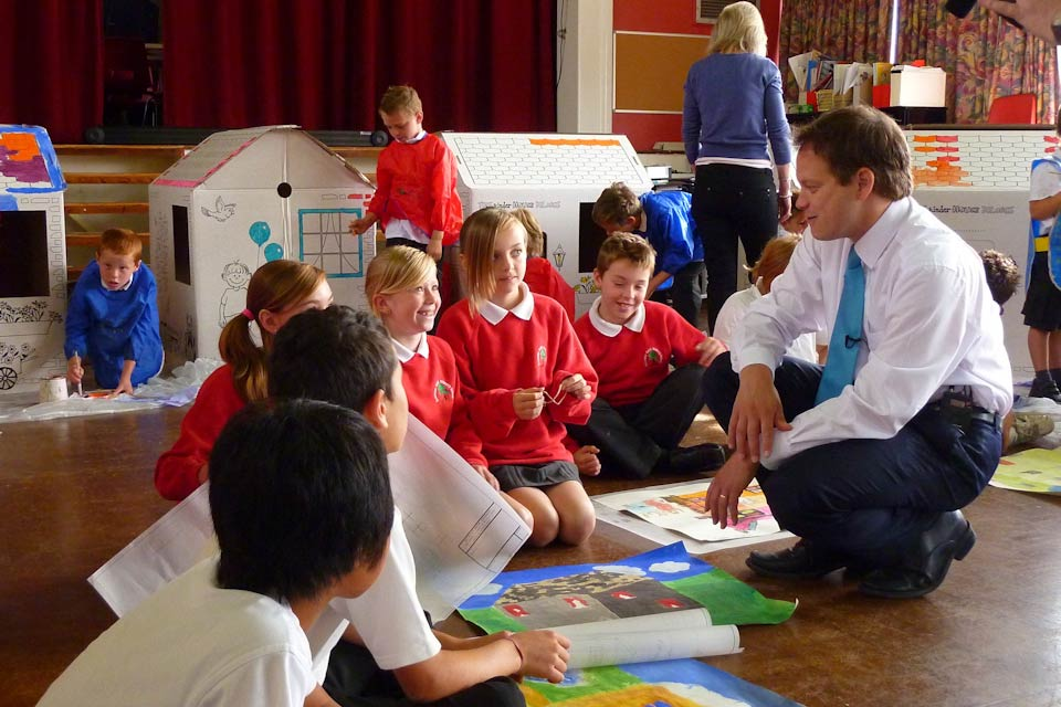Grant Shapps with school children