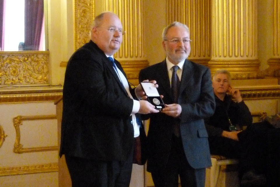 Eric Pickles presents the medal to Dr Jeremy Schonfield