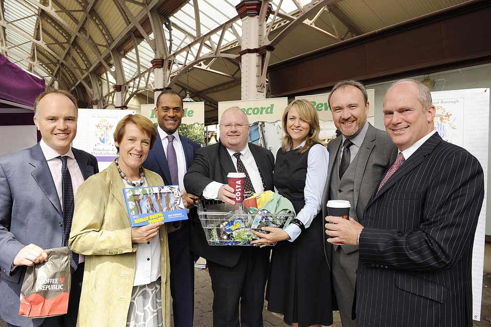 Eric Pickles and Caroline Spelman with a shopping basket