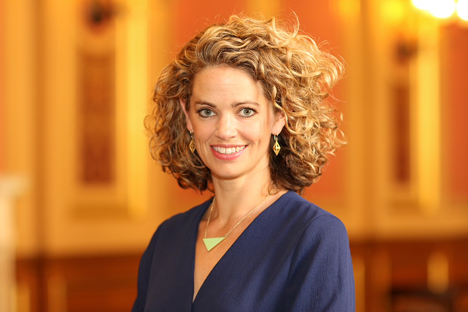 Ms Laura Clarke