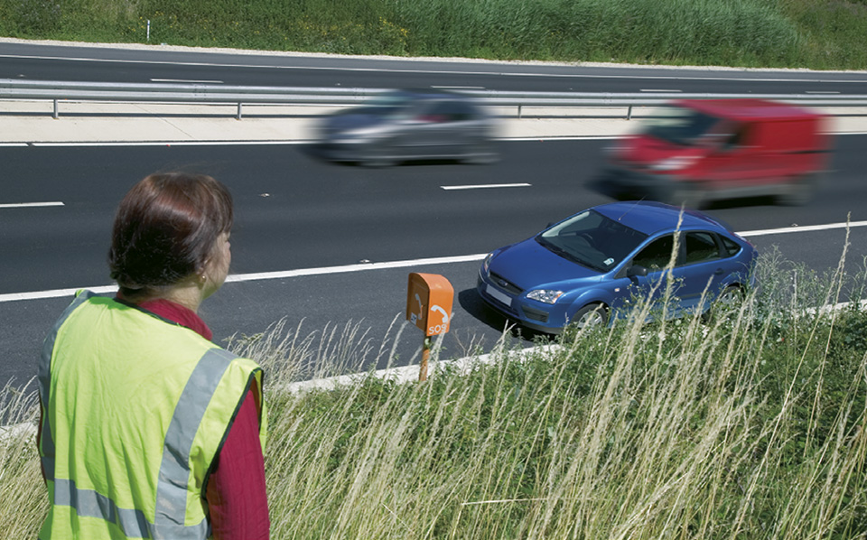Rule 275: Keep well back from the hard shoulder