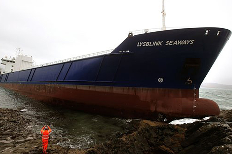 Photograph of cargo vessel Lysblink Seaways aground on rocks