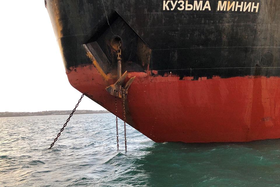Kuzma Minin port anchor fouled by chain
